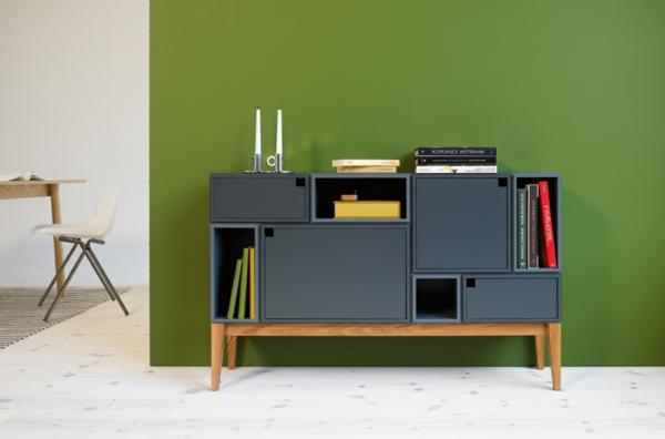 schwedisches Möbel - moderner schrank vor einer grünen wand