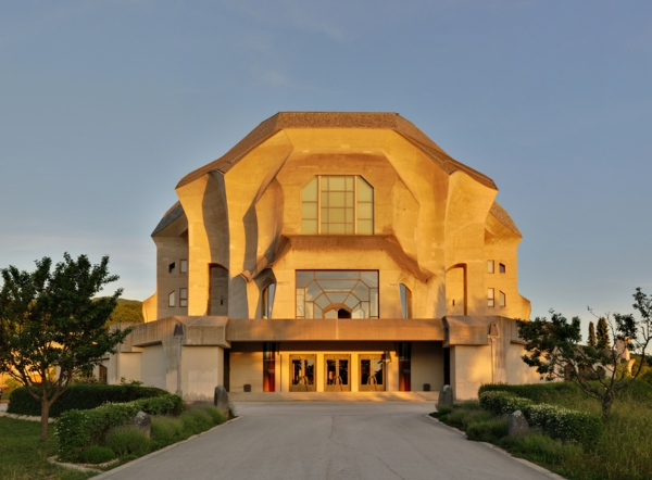 Dornach_-_Goetheanum-architektur-organisch-gesundes-bauen-organische-bauen
