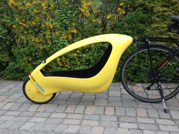 Fahrradanhänger_mit_Kreuzgelenkkupplung-anhänger-für-fahrrad-accessoires-praktisches-design-fahrrad-anhänger-gelb