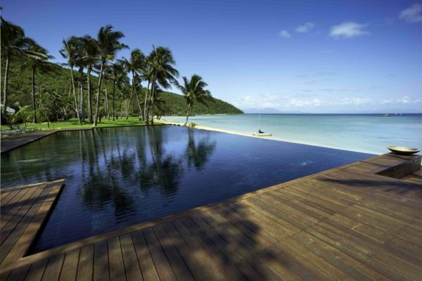 Infinity-pool-schwimmbecken-design-idee-infinity-pool-wunderschönes-design