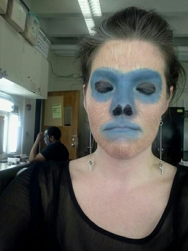 affe-schminken-blaue-hauptfarbe