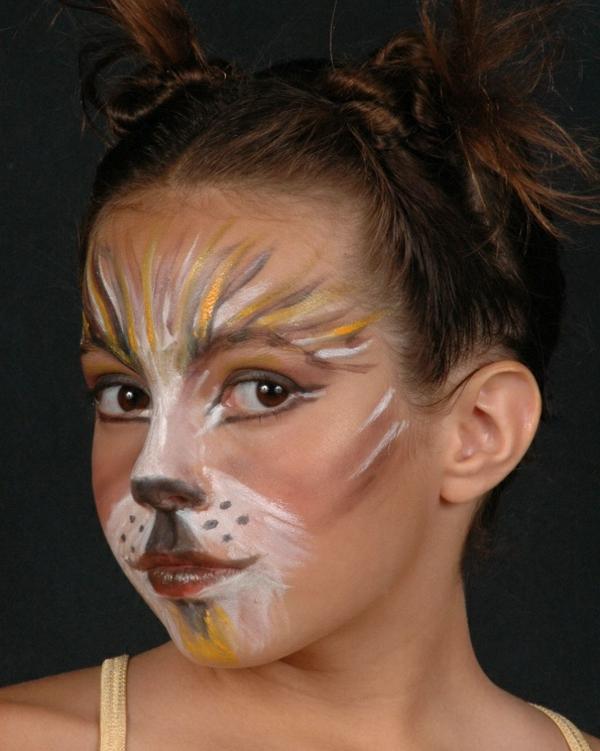 affe-schminken-ein-schönes-mädchen