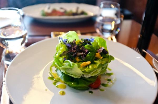 avokado-blauer-käse-speisen-deko-floral-blumen-essen-