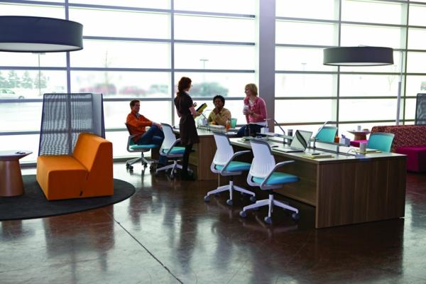 büroraum-gestalten-moderne-ausstattung-und-gläserne-wände