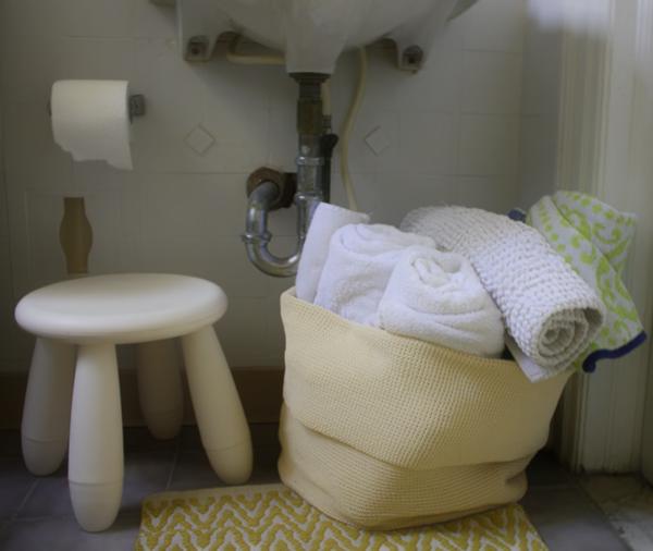 badezimmer-hocker-rustikale-ausstattung