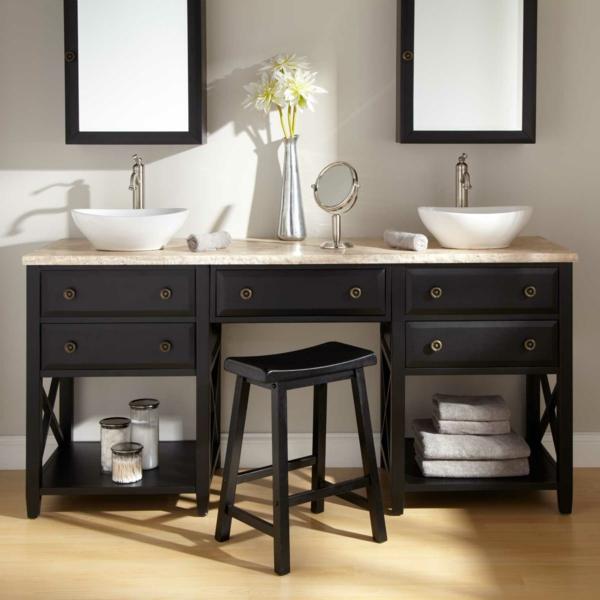 badezimmer-hocker-zwei-spiegel-im-bad