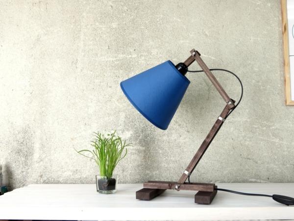 blaue-effektvolle-schreibtischlampen-designer-lampen-modernes-interior-design