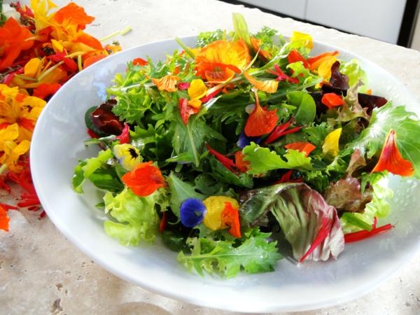 blumendeko-für-die-salate-blumen-zum-essen--