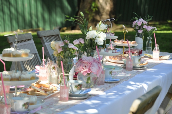 Ideen FUr Tischdeko Mit Holz ~ blumendeko tischdeko mit blumen schöne ideen für ein gartenparty
