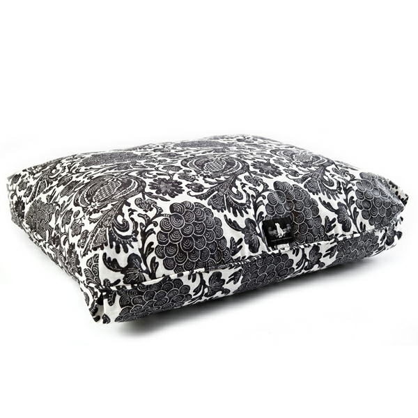 catalina-island-signature-pillow-dog-bed-black-