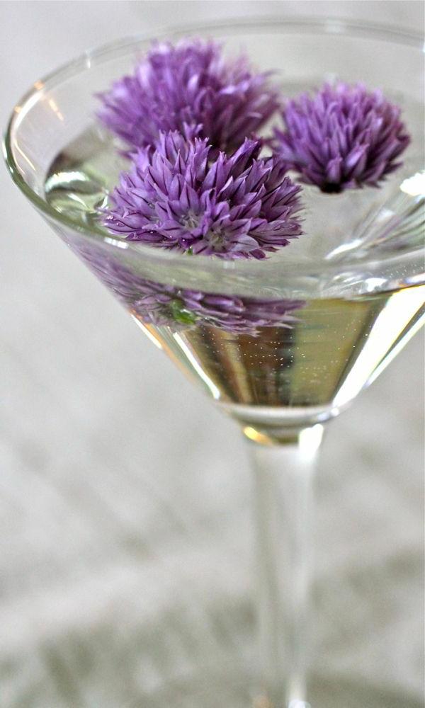 cocktail-rezepte-cocktail-dekoration-mit-kleeblüten Essbare Blumen