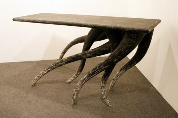 coole-designer-möbel-attraktiver-tisch