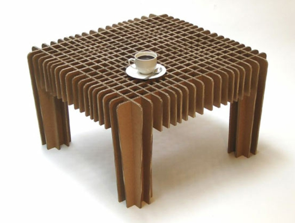 coole-designer-möbel-quadratischer-tisch