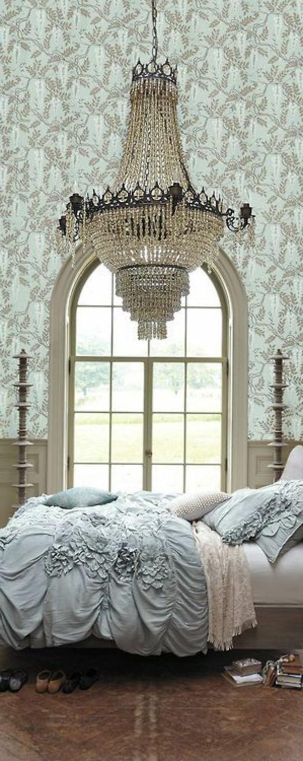 sehr schönes schlafzimmer mit einem bett im französischen stil