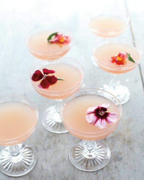 deko-cocktails-mit-veilchen--cocktail-rezepte