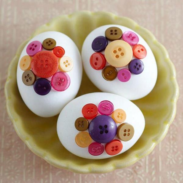 tischdeko ostern pfirsichfarbe teller osterei blüte