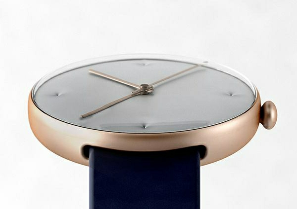 designer-armbanduhr-mit-schwarz-