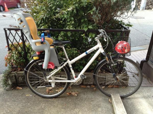 ein-toller-Fahrradsitz-Kinder-modernes-praktisches-Modell