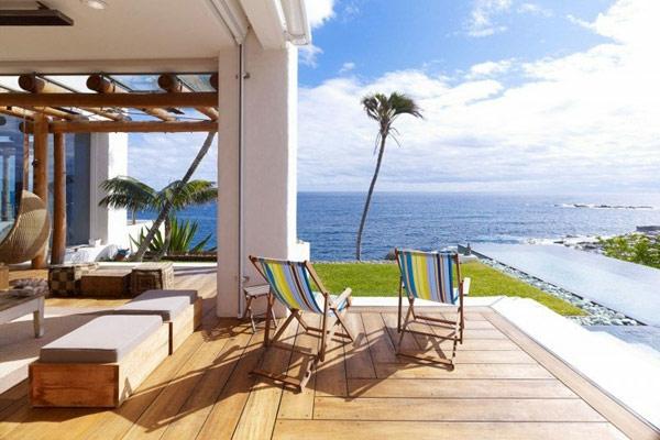 eine-erstaunliche_große-terrasse-terrassenboden-holz-bodenbelag-holz-bodenbelag-terrasse-terrassengestaltung-ideen