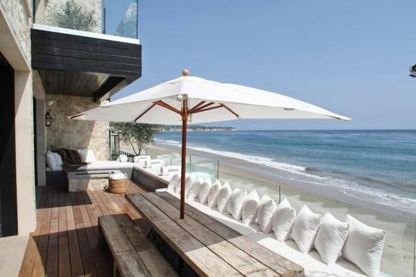 holzbank balkon wohndesign und inneneinrichtung. Black Bedroom Furniture Sets. Home Design Ideas