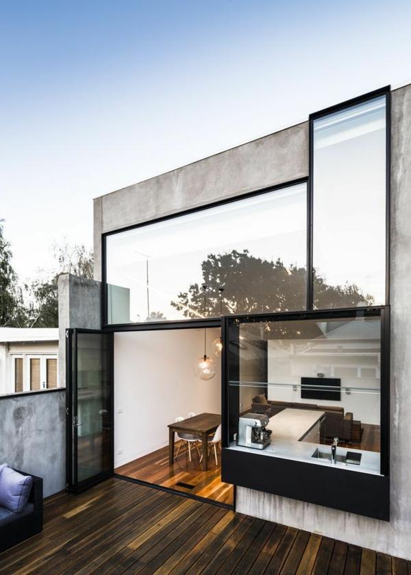 eine-moderne-wohnung-mit-glaswänden
