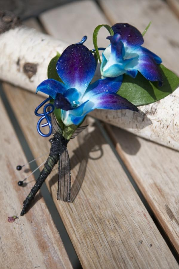 eleganter-blumenstrauß-aus-blauen-orchideen-wunderbare-blumendeko-blumenstrauß