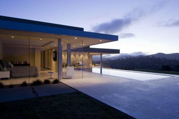 elegantes-luxus-ferienhaus-mit-pool-