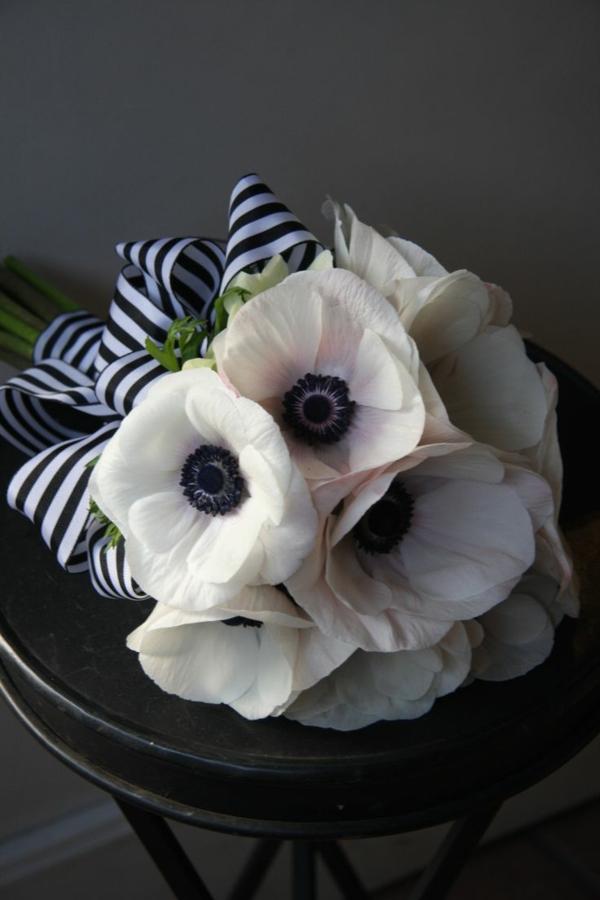 erstaunlicher-blumenstrauß-in-weiß-anemonen
