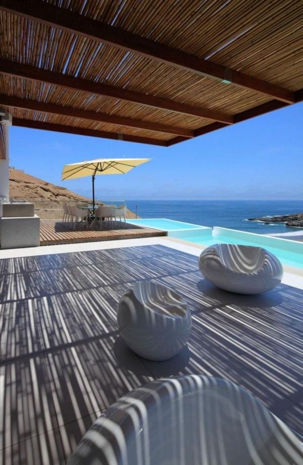 erstaunliches-ferienhaus-am-strand-mit-super-großer-terrasse-tolle-terrassengestaltung-terrassenüberdachung