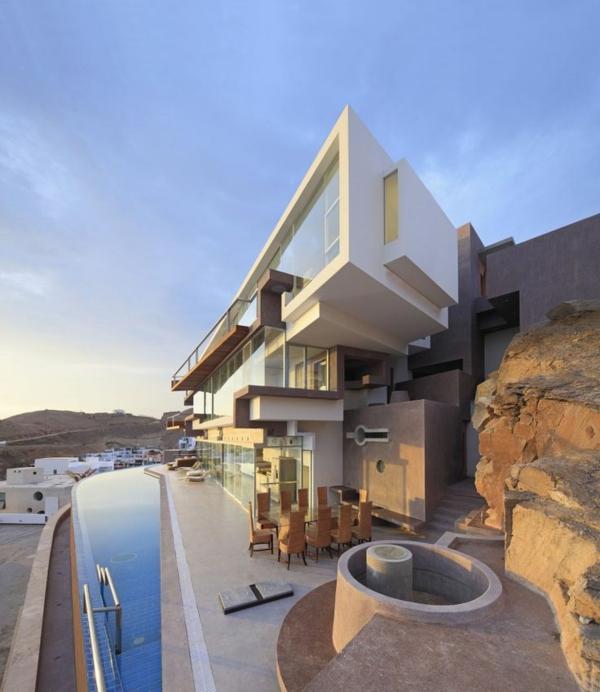 erstaunliches-luxushaus-mit-einem-fantastischen-pool-super-moderne-architektur