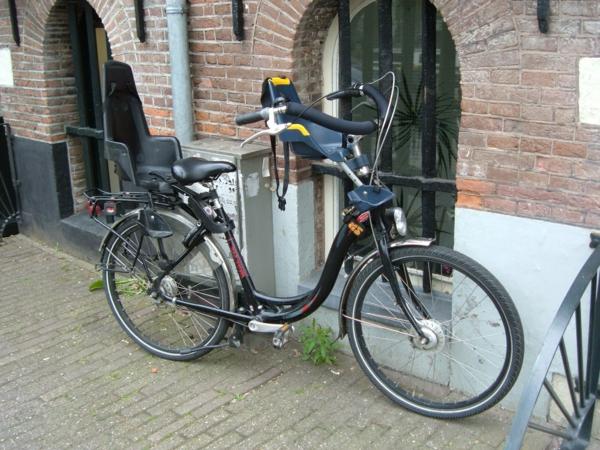 fahrrad-mit-zwei-fahrradsitzen-kindersitz-fahrrad