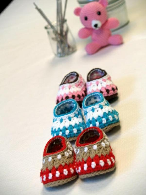 fantastische-babyschuhe-mit-super-schönem-design-häkeln-tolle-praktische-ideen-bunte-farben