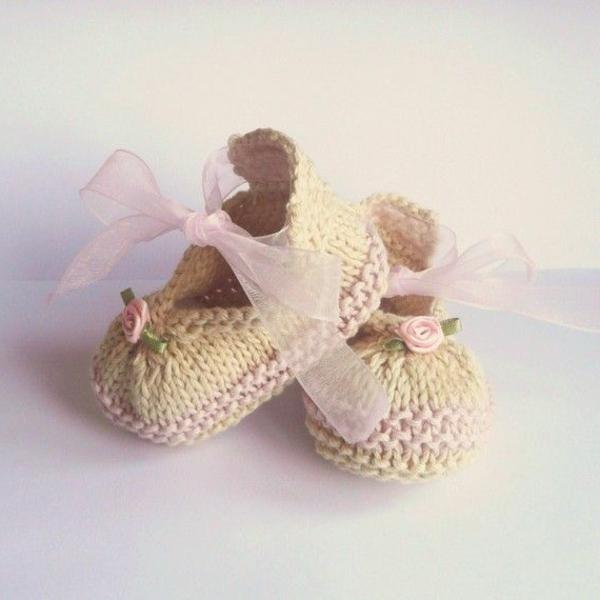 fantastische-babyschuhe-mit-super-schönem-design-häkeln-tolle-praktische-ideen--süße-modelle