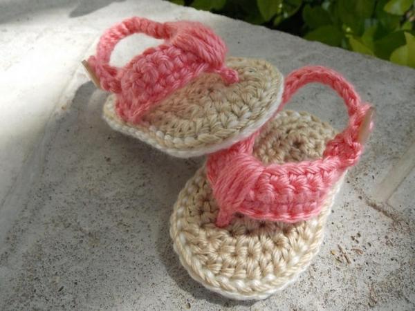 fantastische-babyschuhe-mit-super-schönem-design-häkeln-tolle-praktische-ideen-sandalen-in-zwei-farben