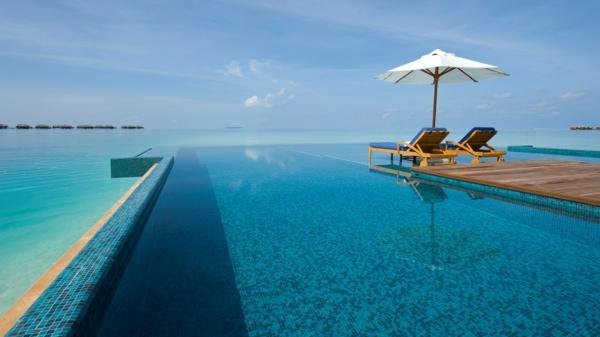 fantastisches-schwimmbecken-design-idee-infinity-pool-wunderschönes-design