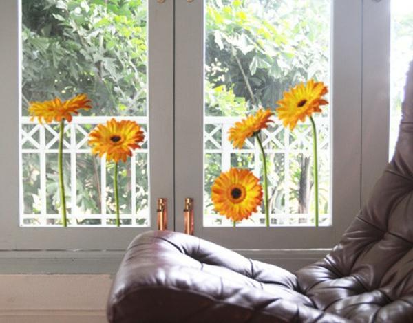25 kreative ideen f r fensterdeko zum fr hling. Black Bedroom Furniture Sets. Home Design Ideas