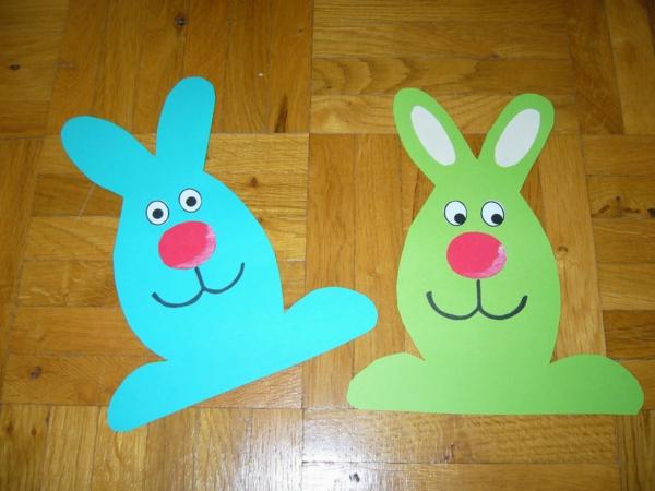 fensterdeko-frühling-zwei-diy-hasenfiguren