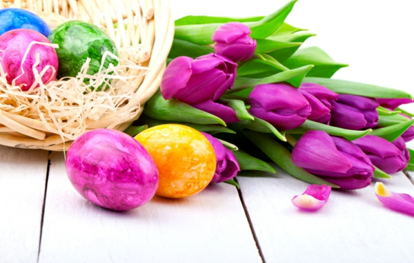 frühlingsdeko_tischdeko-mit-tulpen