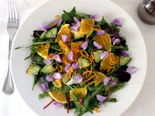 frühlingssalat-blumendeko-für-die-salate-blumen-zum-essen