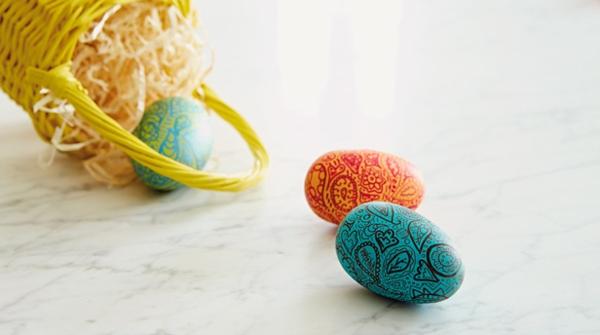 frohe-ostern-bunte-ostereier-gestalten-ideen-zur-dekoration Ostereier färben