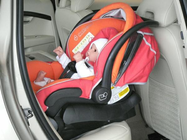 ganz-funktionelles-design-baby-autositz-kinder-modernes-design