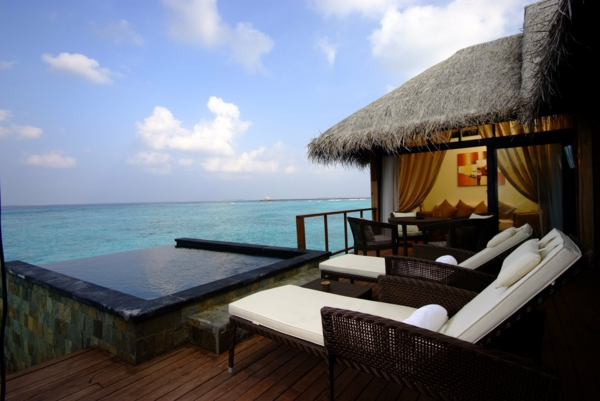 ganz-tolles-haus-am-strand-cooles-design-tropisches-design