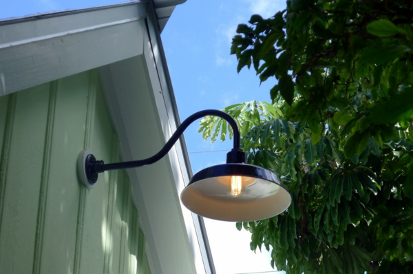 gartenlampe-schöne-beleuchtung-im-garten-exterior-design-ideen