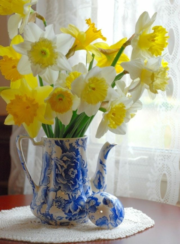 gelbe-narzisse-frühlingsblumen-in-gelber-farbe-osterglöckchen