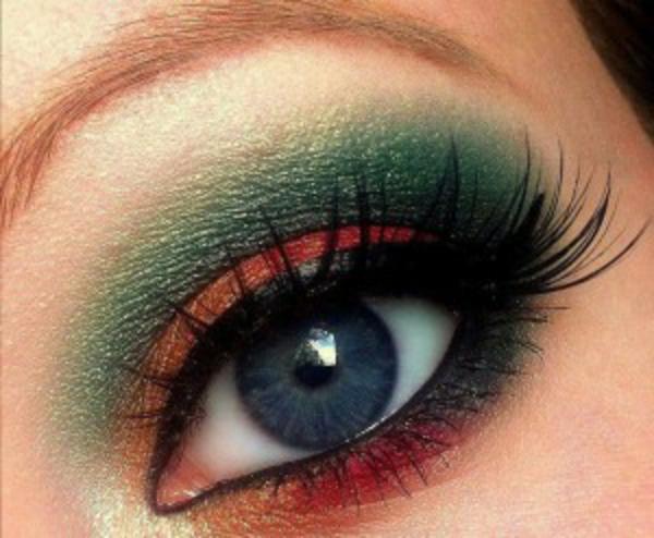 geschminkte-augen-grüne-und-rote-farbnuancen