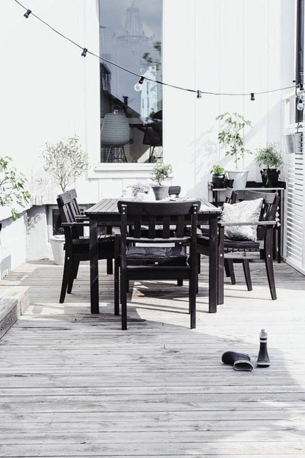 grauer-holzboden-für-den-bodenbelag-auf-der-terrasse