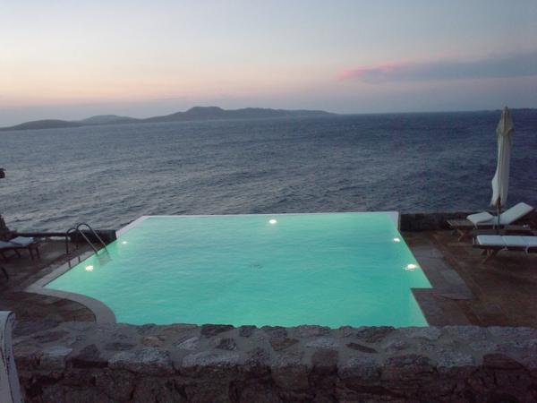 infinity pools swimming pools der unendlichkeit. Black Bedroom Furniture Sets. Home Design Ideas