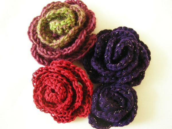 häkeleien-mit-schönen-blumen-in-verschiedenen-farben-rosen-häkeln