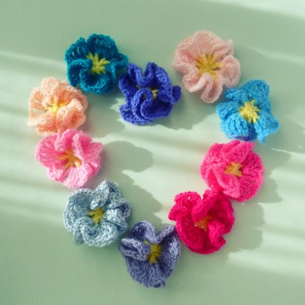 häkeleien-mit-schönen-blumen-in-verschiedenen-farben-rosen