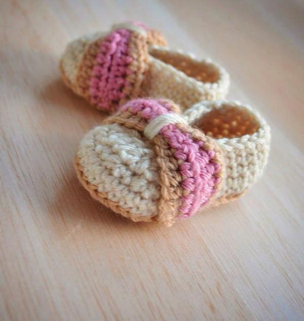 häkeln-für-baby-häkeln-babyschuhe-mit-wunderschönem-design-babyschuhe-für--mädchen